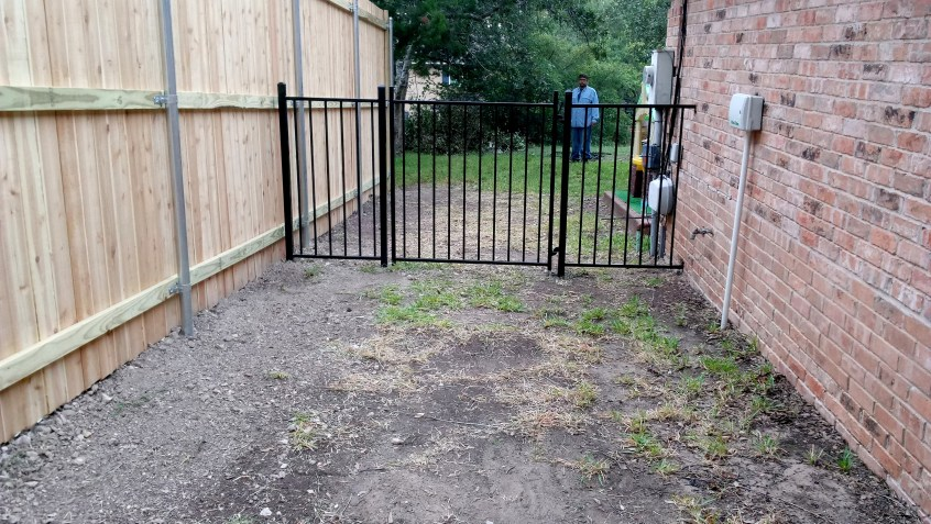 Metal Frame Austin S Fence Company Repair Amp Replacement